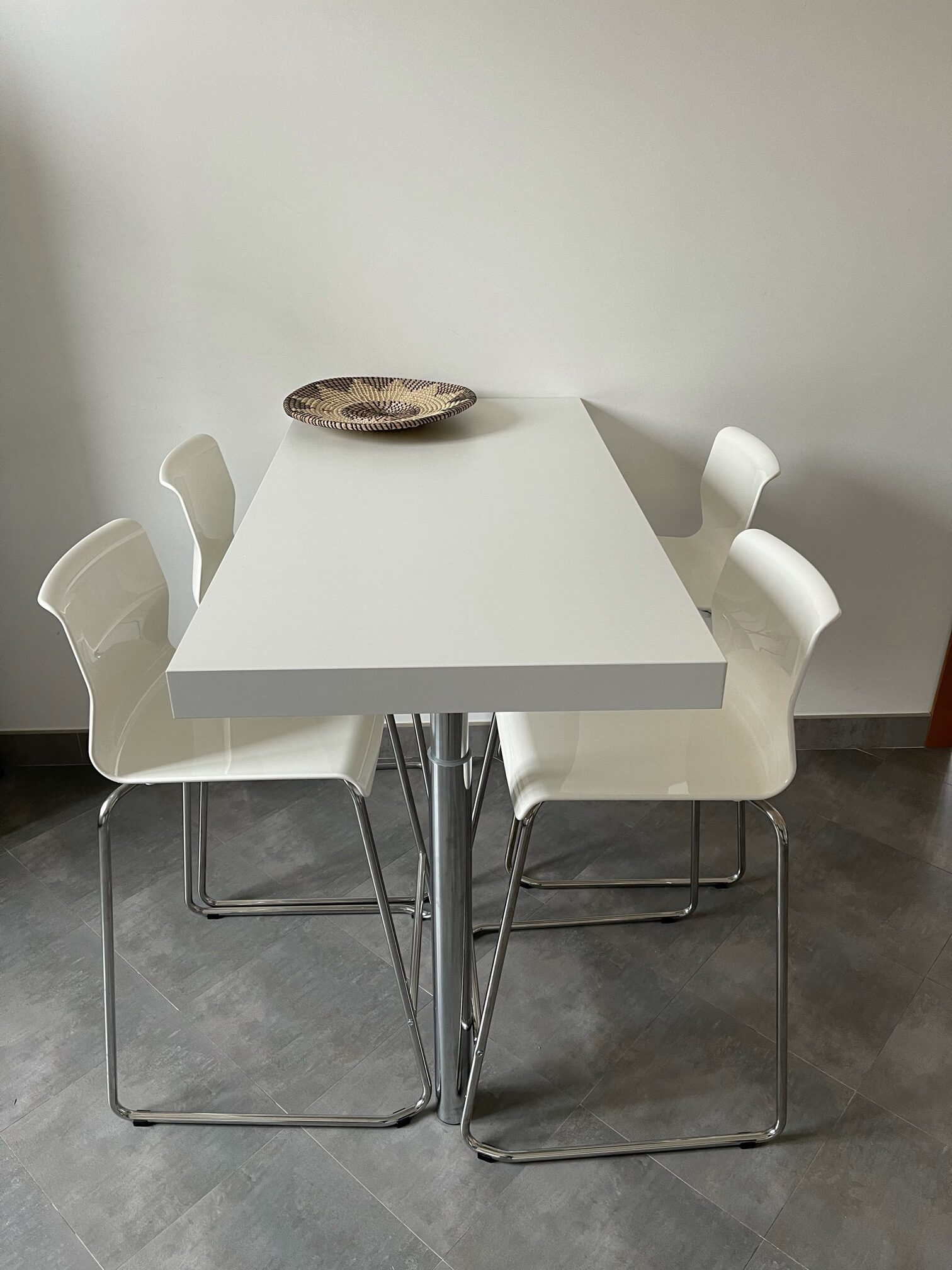 White Kitchen Table + 4 bar chairs